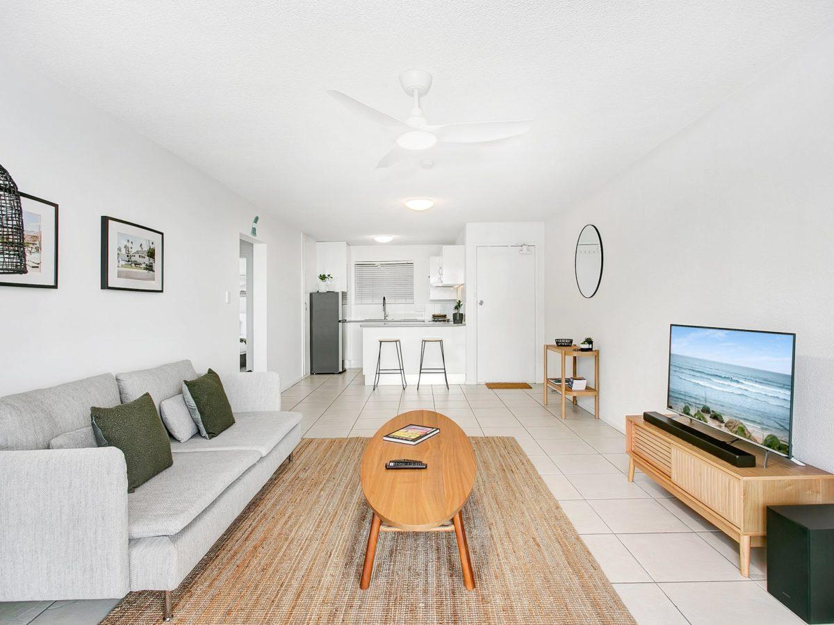 Single Fin Greenmount – Beach Lodge Unit 7 – Coolangatta